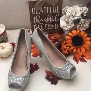 **EXCELLENT CONDITION** STUDDED HEELS